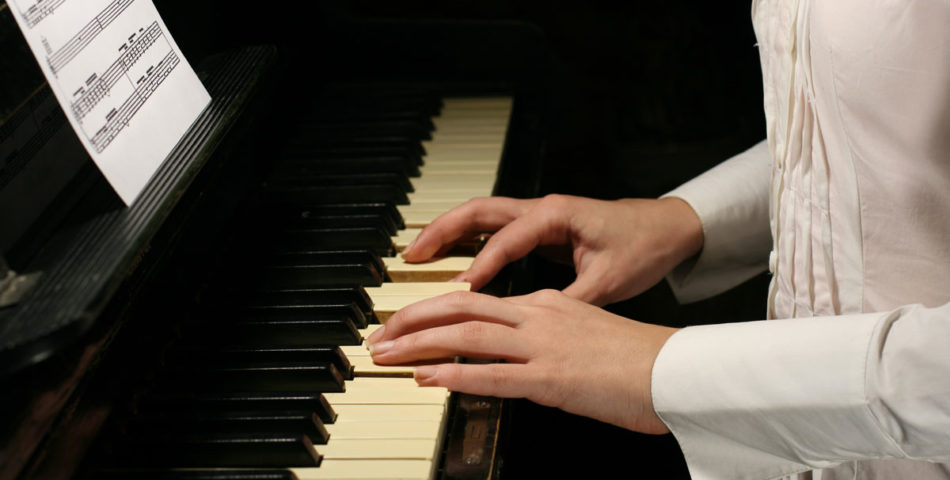 Advantages of adult piano lessons.